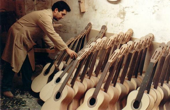 http://www.guitarrasquiles.com/images/Produccion/j.jpg