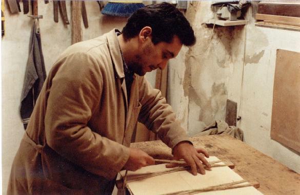 http://www.guitarrasquiles.com/images/Produccion/o.jpg